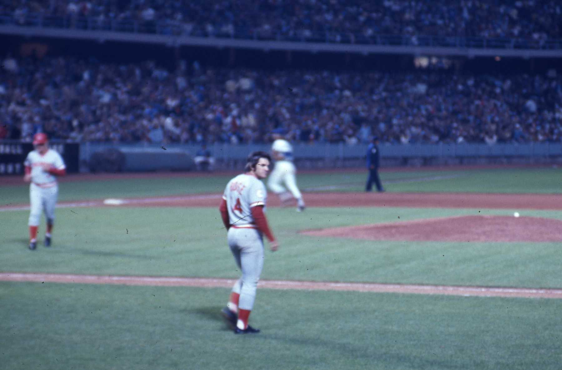 the controversy surrounding the exclusion of pete rose in the baseball hall of fame