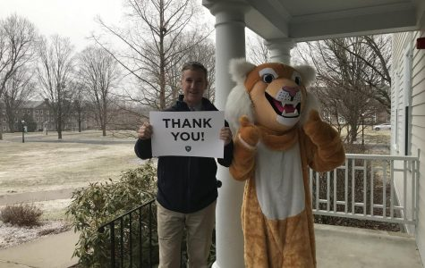 """Students, Alumni Step Up for """"Thank a Wildcat Day"""""""